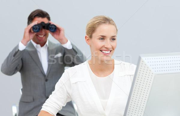 Ambitny kierownik lornetki patrząc koledzy Zdjęcia stock © wavebreak_media