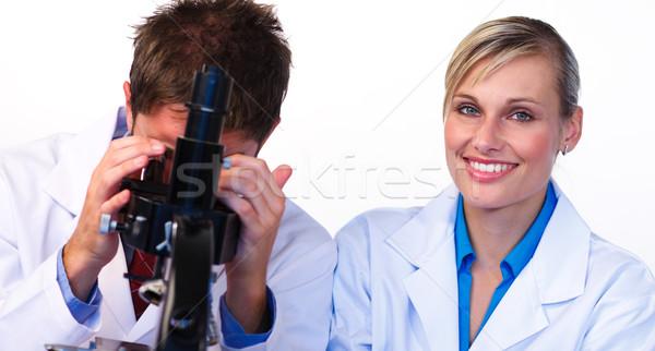 Uśmiechnięta kobieta kamery mężczyzna naukowiec patrząc piękna kobieta Zdjęcia stock © wavebreak_media