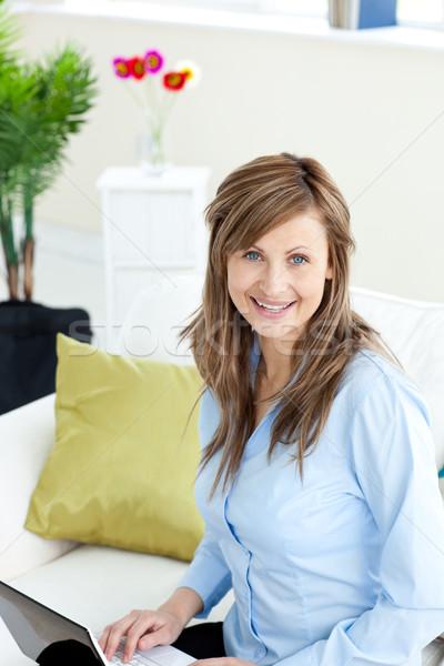 Encantado empresária usando laptop sessão sofá sala de estar Foto stock © wavebreak_media