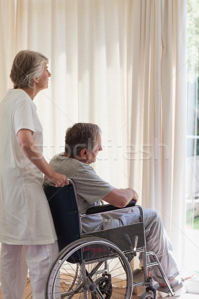 Emeryturę para patrząc na zewnątrz okno medycznych Zdjęcia stock © wavebreak_media