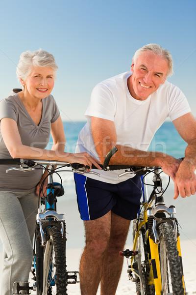 Gepensioneerd paar fietsen strand zee gezondheid Stockfoto © wavebreak_media
