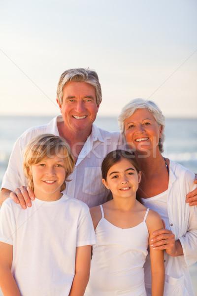 Zdjęcia stock: Portret · szczęśliwą · rodzinę · plaży · niebo · wody · uśmiech