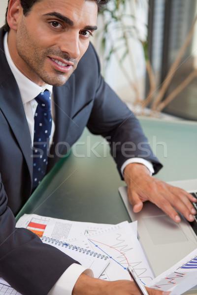 Portré fókuszált eladó személy tanul statisztika Stock fotó © wavebreak_media