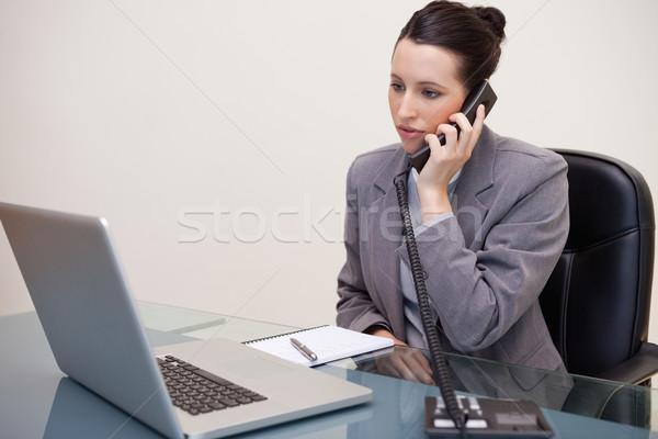Stockfoto: Jonge · zakenvrouw · vergadering · bureau · telefoon · computer