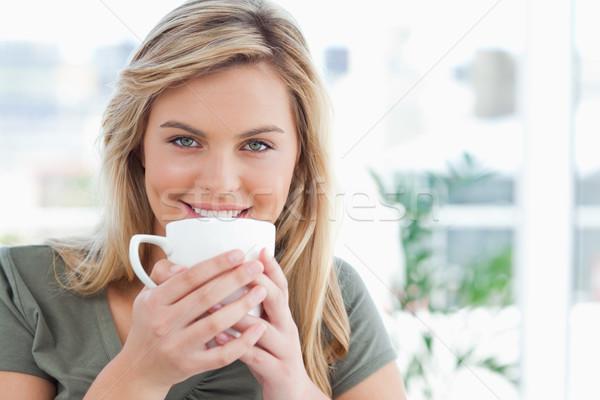 女性 マグ 口 笑みを浮かべて ストックフォト © wavebreak_media