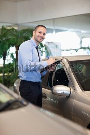 Homem mãos carro terno sorridente Foto stock © wavebreak_media