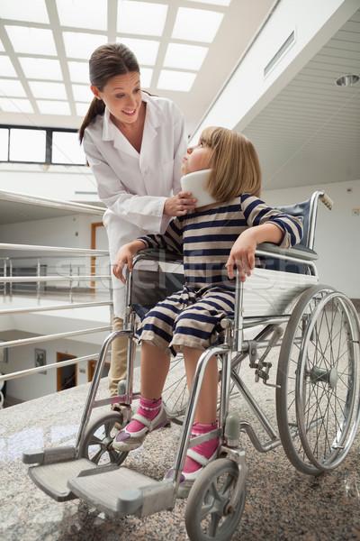 Lekarza mówić szyi wózek szpitala korytarz Zdjęcia stock © wavebreak_media