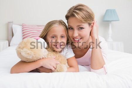 Familia lectura historia junto cama libro Foto stock © wavebreak_media
