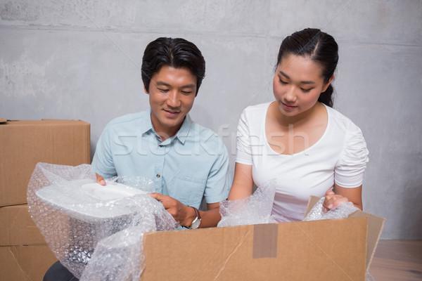 Boldog pár ül padló dobozok új otthon Stock fotó © wavebreak_media