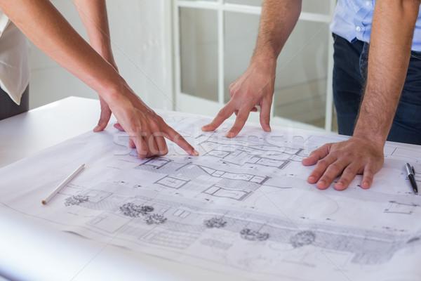 Trabalhando blueprints juntos escritório homem equipe Foto stock © wavebreak_media