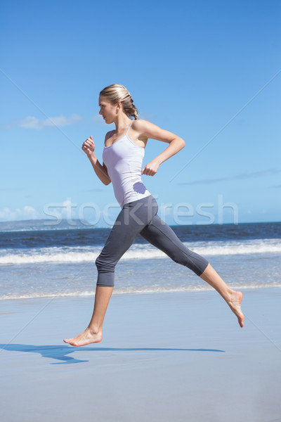 Fókuszált fitt szőke nő jogging tengerpart mezítláb Stock fotó © wavebreak_media