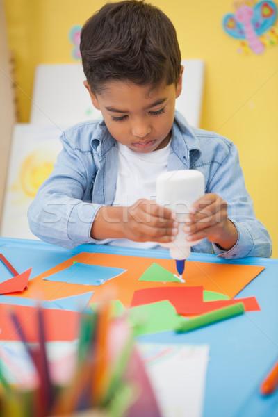 Aranyos kicsi fiú készít művészet osztályterem Stock fotó © wavebreak_media