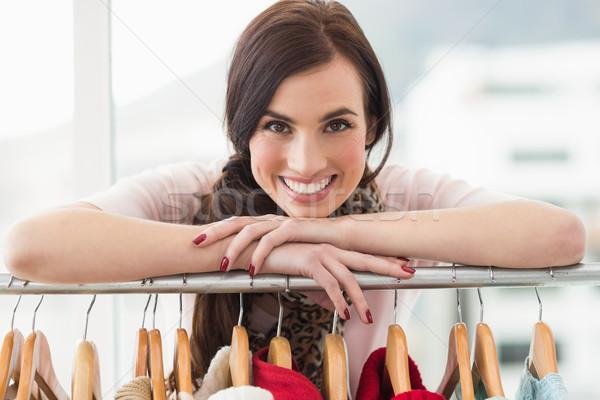 笑みを浮かべて ブルネット カメラ 服 レール ストア ストックフォト © wavebreak_media