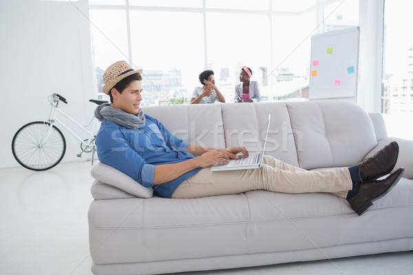 Jonge creatieve man met behulp van laptop bank kantoor Stockfoto © wavebreak_media