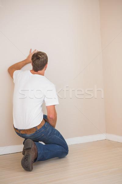вид сзади человека глядя стены домой мужчины Сток-фото © wavebreak_media