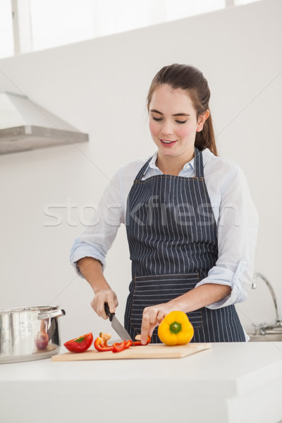 Csinos barna hajú főzés egészséges étel otthon konyha Stock fotó © wavebreak_media