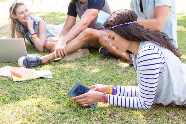 Osztálytársak együtt kampusz nő férfi iskola Stock fotó © wavebreak_media