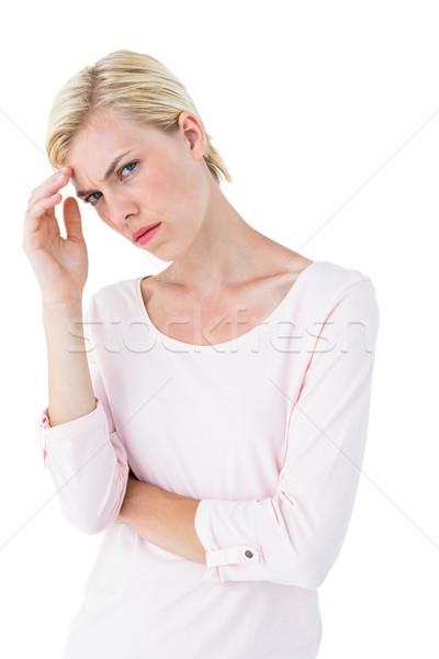 Mujer rubia mirando cámara blanco mujer Foto stock © wavebreak_media