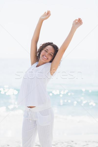 счастливым женщина улыбается пляж женщины белый свободный Сток-фото © wavebreak_media