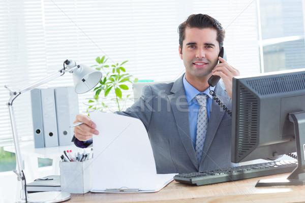 Professionnels affaires portable portrait bureau téléphone Photo stock © wavebreak_media