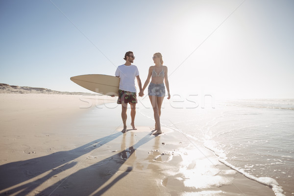 Holding hands spiaggia donna Foto d'archivio © wavebreak_media