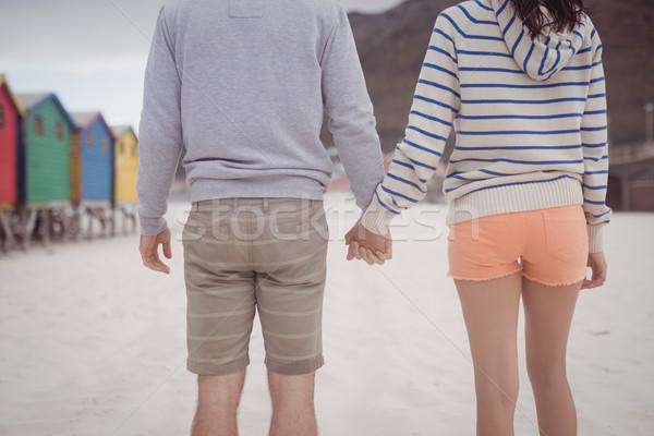 Pár kéz a kézben áll tengerpart középső rész hátsó nézet Stock fotó © wavebreak_media