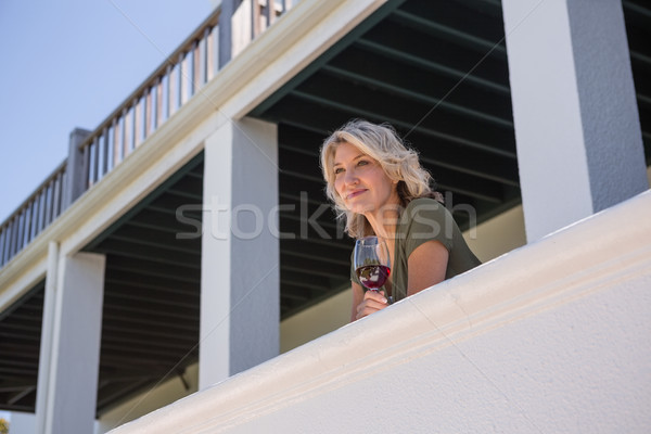 Femme vin blanc verre balcon Photo stock © wavebreak_media
