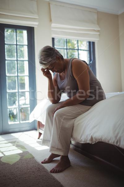Zaklatott idős nő megérint fej otthon Stock fotó © wavebreak_media
