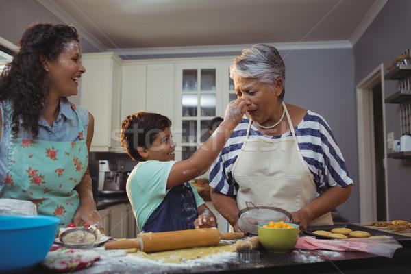 Familie dessert keuken home leuk jongen Stockfoto © wavebreak_media