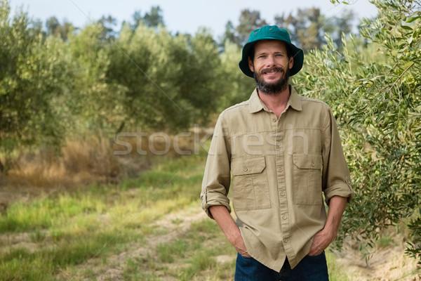 улыбаясь фермер Постоянный рук кармана оливкового Сток-фото © wavebreak_media