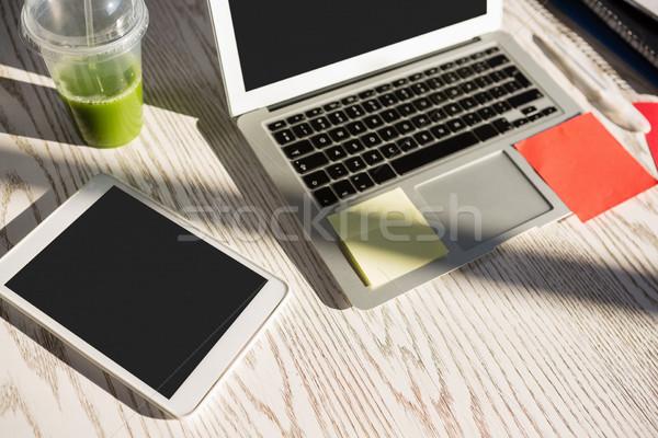 View tablet laptop desk ufficio Foto d'archivio © wavebreak_media