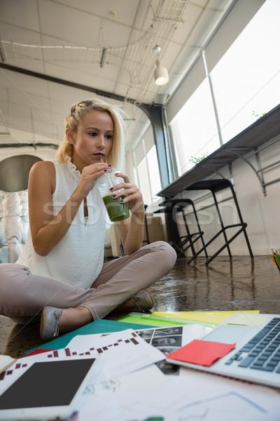 女性 ドリンク 作業 階 オフィス 若い女性 ストックフォト © wavebreak_media