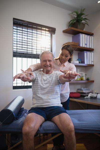 Női orvos néz mosolyog idős férfi Stock fotó © wavebreak_media