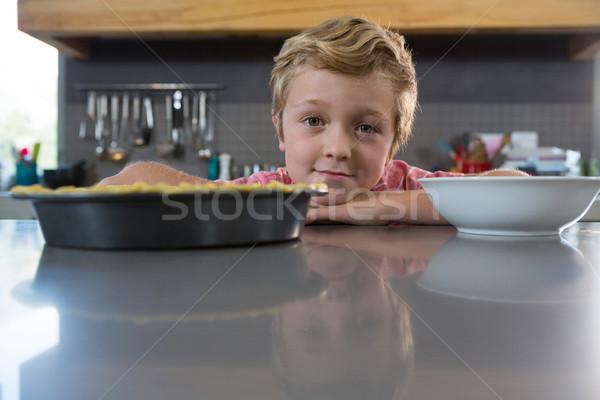 Retrato menino balcão da cozinha tigela contrariar cozinha Foto stock © wavebreak_media