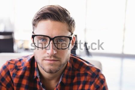 Problémás lezser üzletember dől ablak iroda Stock fotó © wavebreak_media