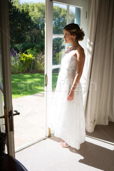 красивой невеста Постоянный дверной проем дома Сток-фото © wavebreak_media