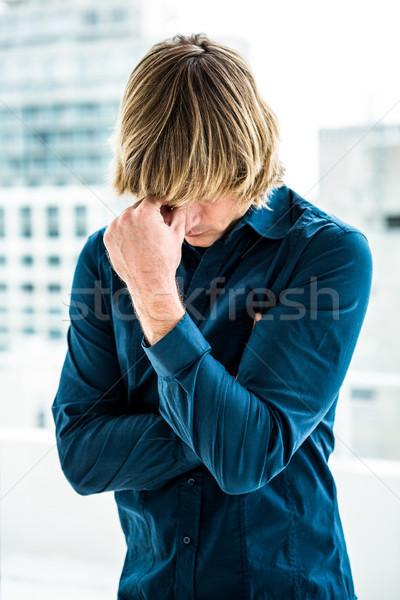 Problémás hipszter üzletember tart fej iroda Stock fotó © wavebreak_media
