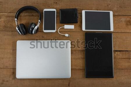 Elektronik zarf ahşap yüzey Internet Stok fotoğraf © wavebreak_media