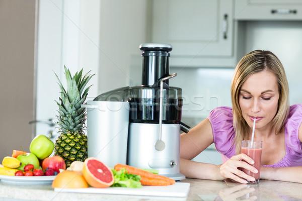 Sarışın kadın içme iki yüzlü mutfak ev kadın Stok fotoğraf © wavebreak_media