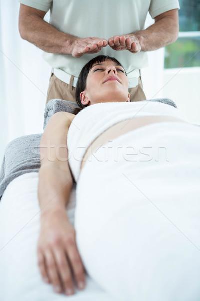 беременная женщина массаж массажист женщину медицинской Сток-фото © wavebreak_media
