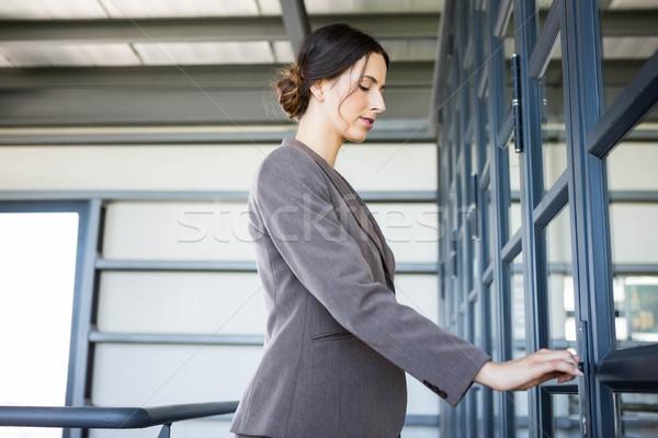Genç işkadını ofis açılış kapı iş Stok fotoğraf © wavebreak_media