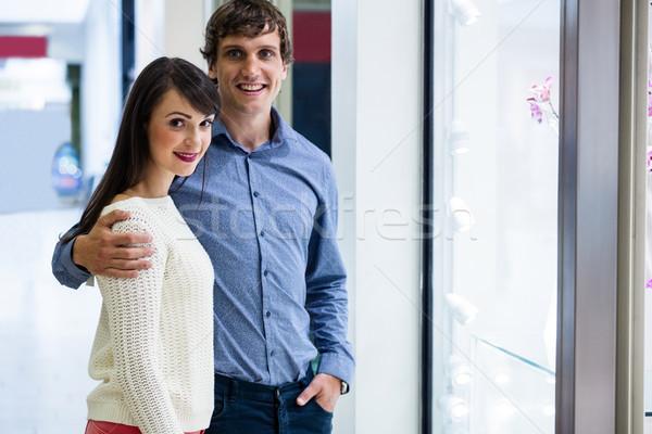 Porträt Paar stehen Laden Display Mall Stock foto © wavebreak_media