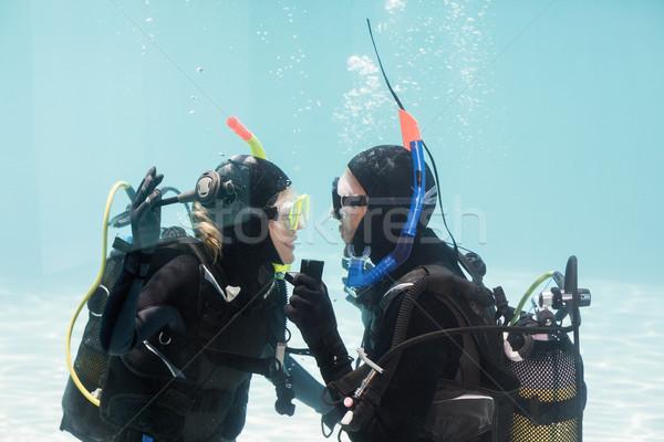 Man huwelijk scuba versnelling geschokt vrouw Stockfoto © wavebreak_media