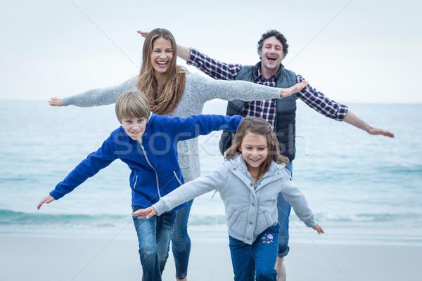детей родителей морем берега Сток-фото © wavebreak_media