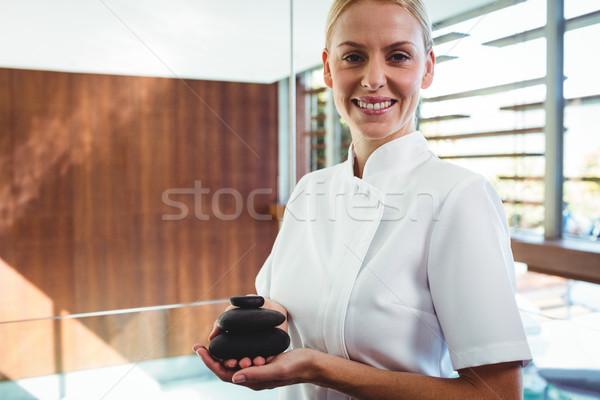 Massagista pedras massagem estância termal mulher Foto stock © wavebreak_media