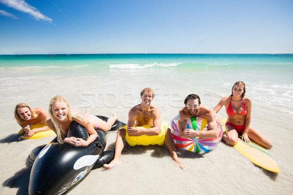 Amigos boya playa mujer hombre mar Foto stock © wavebreak_media