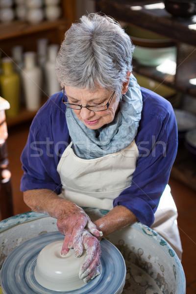 Attento femminile pot ceramica workshop Foto d'archivio © wavebreak_media