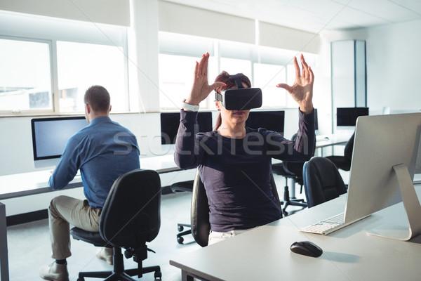 Maturo studente virtuale realtà auricolare help Foto d'archivio © wavebreak_media
