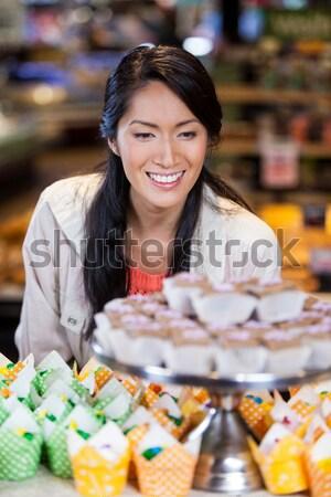 Portre garson fincan kek tepsi Stok fotoğraf © wavebreak_media