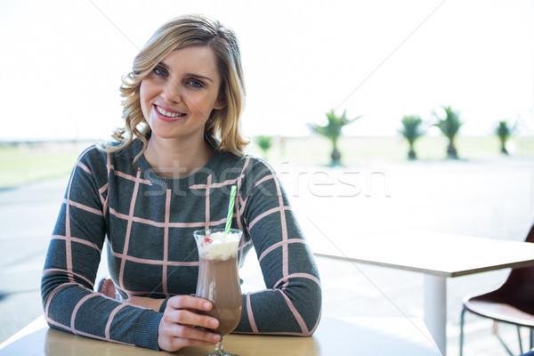 Mosolygó nő ül büfé portré számítógép nő Stock fotó © wavebreak_media
